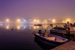 Nebel auf der Küsten-Stadt Lizenzfreies Stockfoto