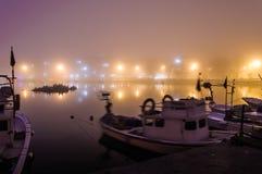 Nebel auf der Küsten-Stadt Stockbilder