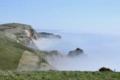 Nebel auf Küste nahe Lulworth-Bucht, Dorset Stockfotos
