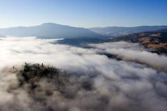Nebel bewölkt Summerland-Britisch-Columbia stockbilder