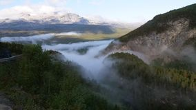 Nebel in den Bergen in Norwegen morgens stockfoto
