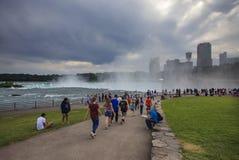 Nebel, der über das Niagara Falls, NY, USA steigt Stockbilder