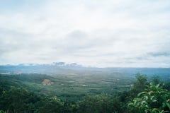 Nebel in der Berglandschaft lizenzfreie stockbilder