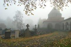 Nebel im Friedhof Stockbild