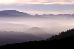Nebel-Landschaft stockfotografie