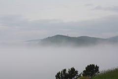 Nebel in Listvyanka auf dem Baikalsee Stockbilder