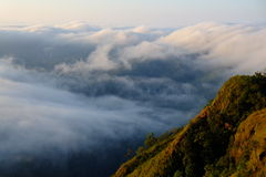 Nebel und Berg Lizenzfreie Stockfotografie