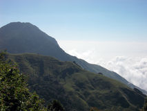 Nebel und Berge Stockfoto