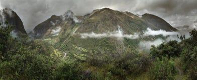Nebel und Regen in den peruanischen Bergen, Cuzco-Abteilung, Peru Lizenzfreies Stockbild
