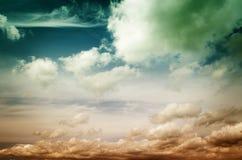 Nebel und Wolken im Abendhimmel Lizenzfreie Stockfotografie