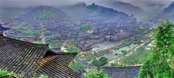Nebel und Wolken im Großen Bergdorf im Südwesten China. Stockfotos