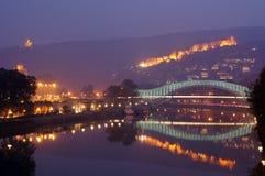 Nebelabend in Tbilisi Stockbild