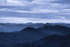 Nebelhafte Dämmerung im Himalaja Lizenzfreie Stockfotografie