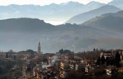 Nebelhafte Hügellandschaft Lizenzfreie Stockfotos