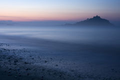 Nebelhafte Insel Lizenzfreie Stockfotos
