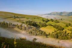 Nebelhafte Landschaft Stockfotos