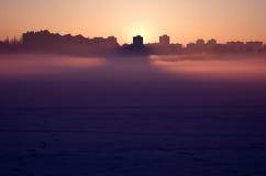Nebelhafte Stadt Stockbilder