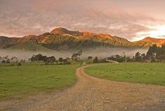 Nebelhafter Bauernhof Lizenzfreies Stockfoto