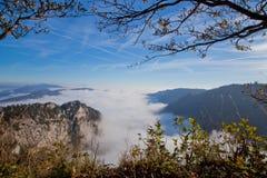 Nebelhafter Berg Lizenzfreies Stockbild