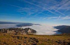 Nebelhafter Berg Stockfotos
