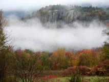 Nebelhafter Fallmorgen. Stockbild