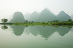 Nebelhafter Li-Fluss Lizenzfreie Stockfotos