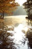 Nebelhafter Morgen auf dem James Stockbild