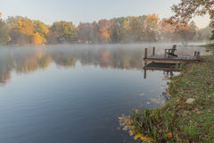 Nebelhafter Morgen auf dem Rock See, West Virginia Lizenzfreies Stockfoto