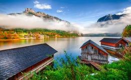 Nebelhafter Morgen auf dem See Altausseer sehen Alpen Österreich Europa lizenzfreies stockfoto