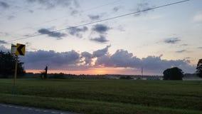 Nebelhafter Morgensonnenaufgang im Osten lizenzfreie stockfotografie
