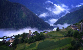 Nebelhaftes Dorf Lizenzfreie Stockfotos