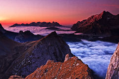 Nebelhaftes Meer des Morgens Lizenzfreie Stockfotos
