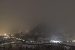 Nebelige Alpen Stockfotos