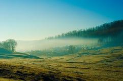 Nebelige Landschaft Stockbilder