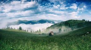 Nebelige Morgenlandschaft Stockfotos