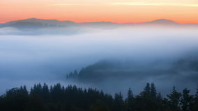 Nebelige mountian Landschaft nave 1920x1080 Nebelwolken stock footage