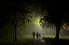 Nebelige Nacht es Stadt Manchester England Europa Lizenzfreie Stockbilder