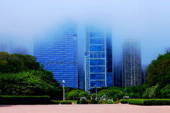 Nebelige Skyline und Straße in Chicago Lizenzfreie Stockfotos