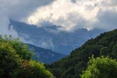 Nebeliger Berg Stockbild