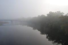 Nebeliger Fluss Stockbilder