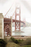 Nebeliger Golden gate bridge-Turm Stockbild