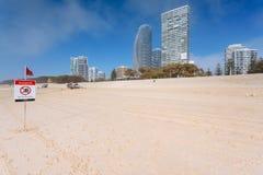 Nebeliger Morgen auf australischem Strand Lizenzfreie Stockbilder