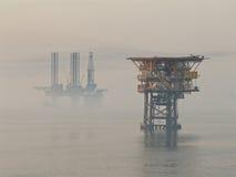 Nebeliger Morgen im Persischen Golf Stockfotos