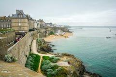 Nebeliger Morgen in Saint Malo, Bretagne, Frankreich stockbild