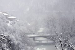 Nebeliger Winter in Veliko Tarnovo Stockbild