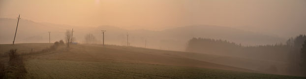 Nebeliges Herbstwiesenpanorama Lizenzfreie Stockfotografie