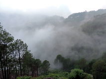 Nebeliges Mountain View Lizenzfreie Stockfotografie