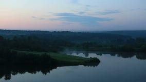 Nebeln Sie über dem Ptitsegradsky-Teich in den frühen Stunden ein Stockfotografie