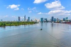 Neben dem Saigon-Fluss Stockfotografie