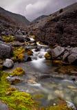 Nebenfluss in Hibiny-Bergen Stockfoto